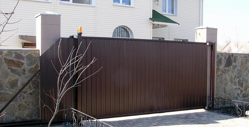 Автоматические откатные ворота СОВА в собранном виде (наружная установка)